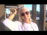 #сказочноЕБали молодая русская блондинка в очках с пирсингом и тату на природе пляжа светит сиськами и жопой ню секс эротик порн