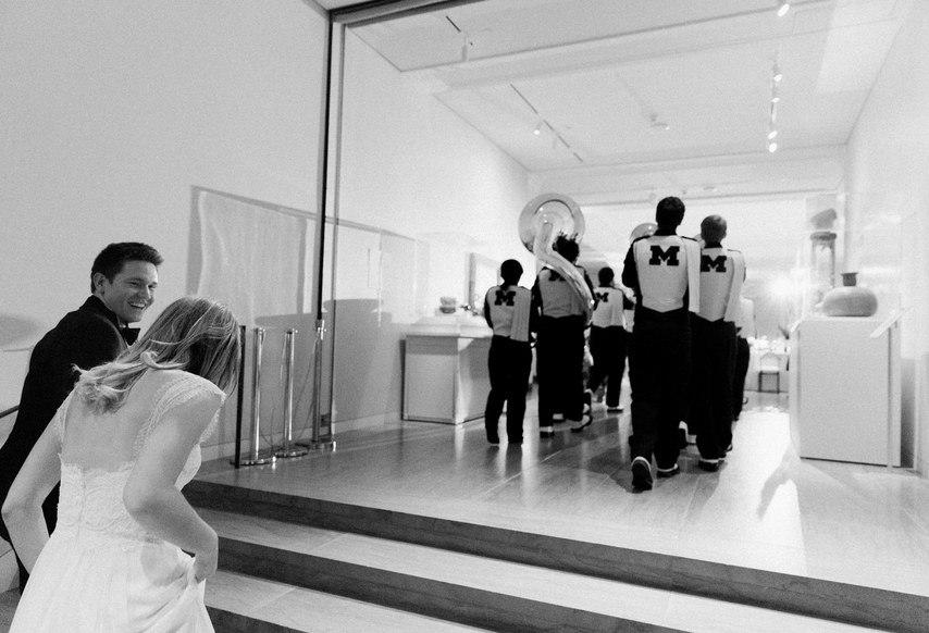 fOHFSE8zEso - Свадьба в безмятежный полдень