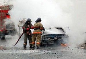 В Мурманске ночью загорелись Infiniti  и  Lexus