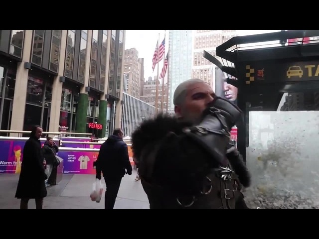 Ведьмак и плотва в NY (Witcher catching a ride in New York City)