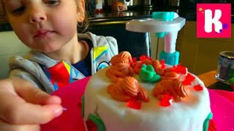 Катя печет за 3 минуты торт и украшает на установке Cake Party Maker и посыпка снежинки Fr...
