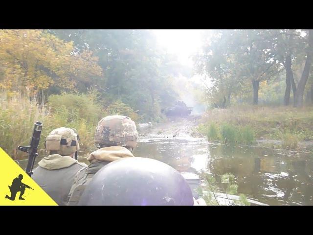 Бойова машина піхоти БМП-2 форсує річку Самару