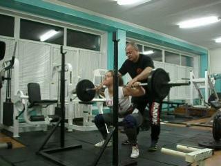 Приседания 90 кг на 3 повторения. Лиза Силкина. Тренировка 7.02.2017 г.