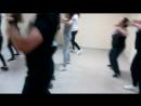 Пока деточки занимаются мамочки не теряют времени танцуют с Антоном Заграем ZUMBA Присоединяйтесь набор в группу вторник