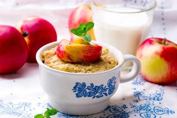 Овсяная каша с яблоками в духовке
