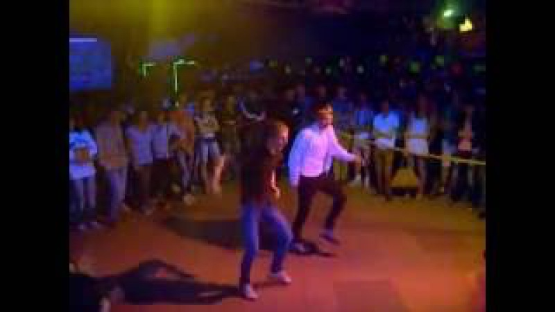 Удивительные парни взорвали зал круто танцуют