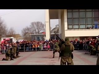 Показательное выступление военной разведки на 23 февраля 2017 года в Симферополе на площади Ленина