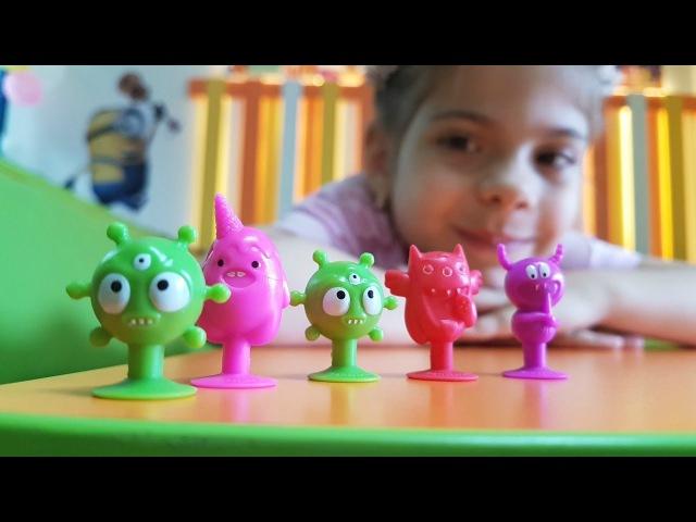 EĞLENCELİ çocuk alanındaki oyunları izle! MiniMonsters oyuncakları arıyoruz. TopHavuzu