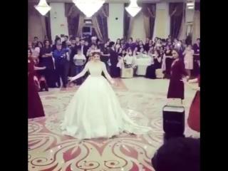 Танец невесты и её подруг  | vk.com/skromno Скромно. 🌸