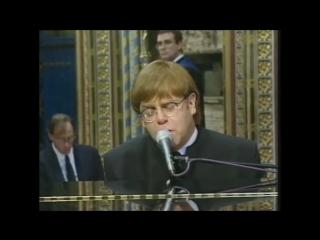 Elton John - поет песню Candle In The Wind на похоронах  близкой подруги Принцессы  Дианы 1997