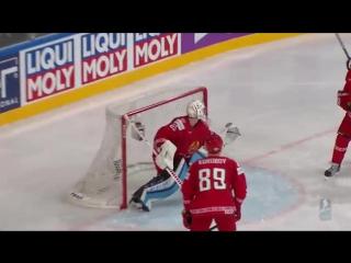 Натан Маккиннон (Канада) срывает паутинку Беларуских ворот