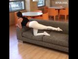 Качаем попку и ножки на диване