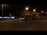 Стальную балку надземного пешеходного перехода смонтировали сегодня ночью на улице Маковского