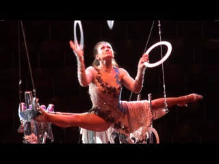 Circus. Цирк. Воздушная гимнастка-жонглёр.