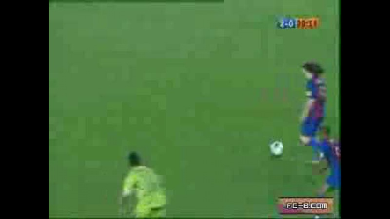 Messi dribla 5 jogadores e faz o gol