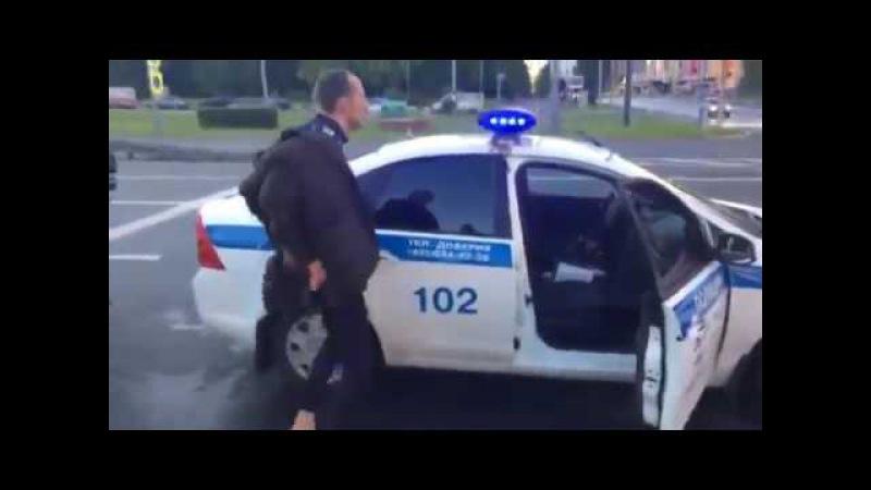 Неадекватный водила после задержания устроил зажигательные танцы (часть 1)