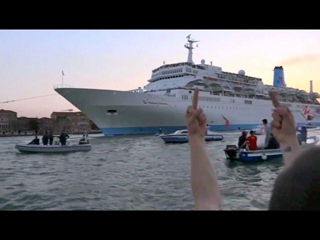 У Венецыі пратэстуюць супраць... круізных лайнераў | Венеция протест против круизных лайнеров