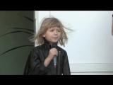 Ярослава Дегтярёва поёт в своей школе песню Кукушка
