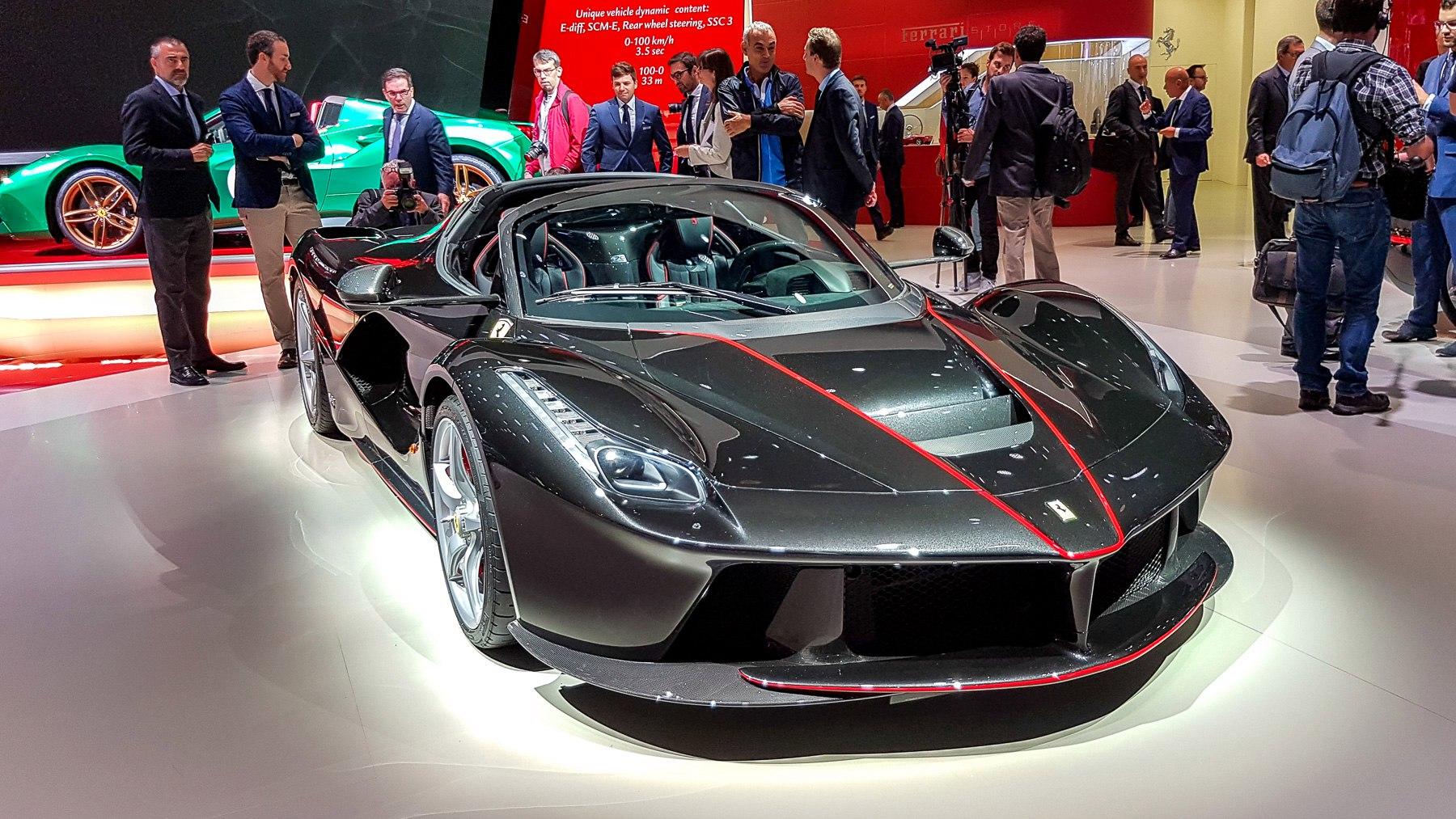Ferrari: сразу две новинки