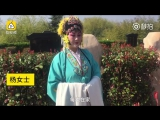 Женщина перед могилой своих родителей исполнила фрагмент классической хэнаньской оперы «Му Гуйин» и др. отрывки