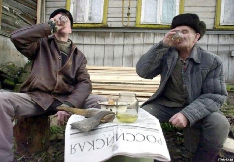 """Симон Кордонский: """"30% россиян старше 16 лет зависимы от алкоголя"""""""