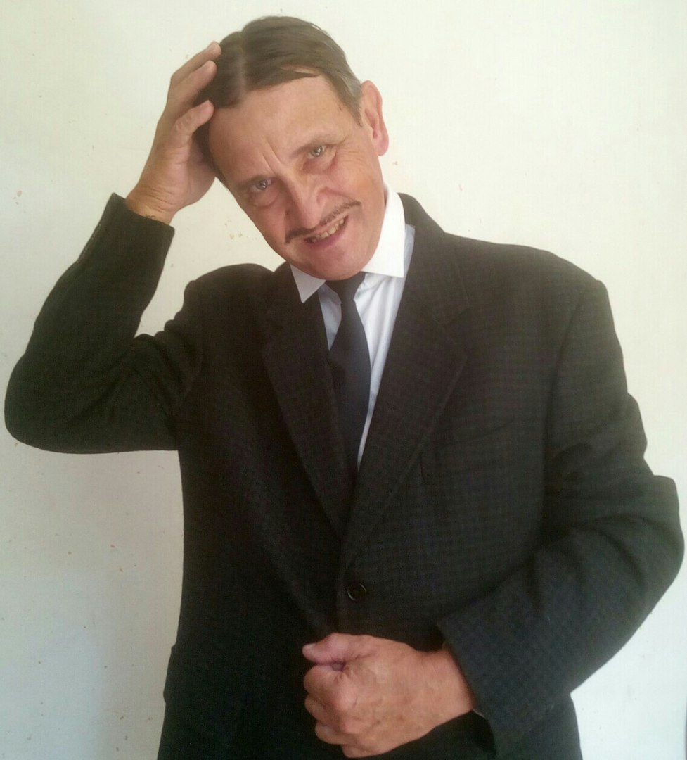 59 лет. В образе Мишки Япончика, легендарного предводителя Одесской мафии