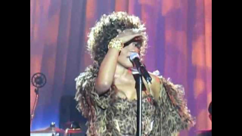 HQ Clip Whitney Houston at Grammy Pre-Party 2009