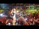 Beyonce Knowles Crowd Surfing during Halo! &amp Tribute to Michael Jackson