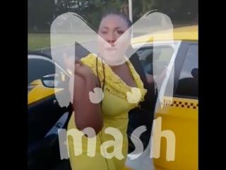 Негритянки устроили разборки в такси