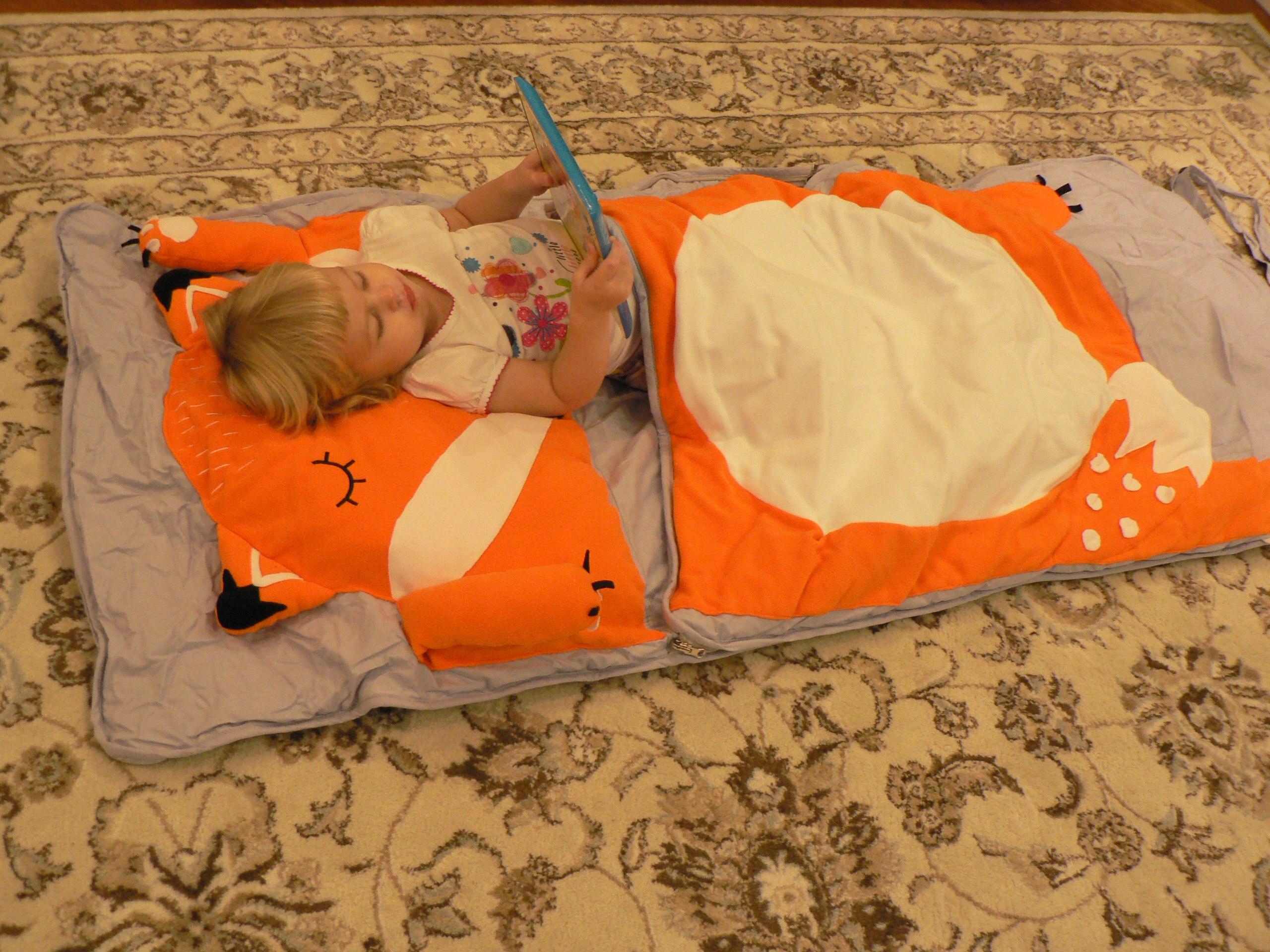 дочка ночью забралась в кровать мама и папа