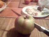 режу яблоко
