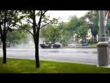 Дрифт на ТАНКЕ Танк на полном ходу сбивает столб в Минске