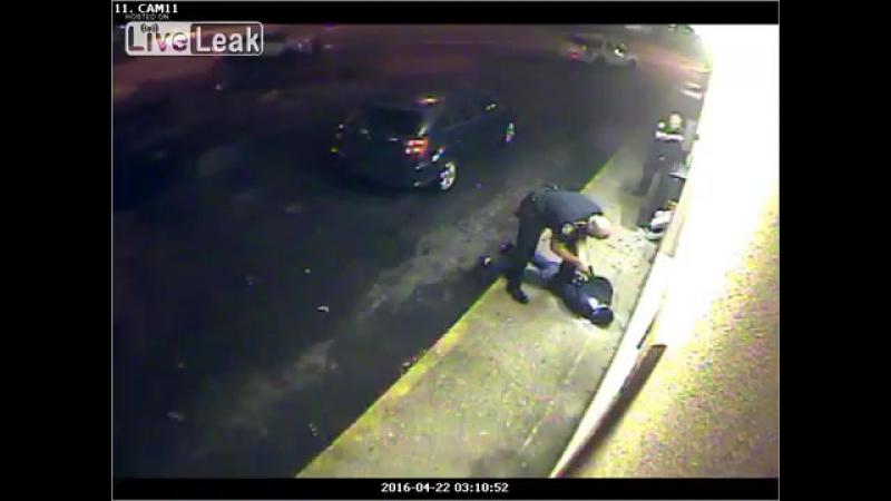 ACAB, полицейский был уволен и арестован по уголовному обвинению, за избиение подозреваемого ногами, когда тот был в наручниках