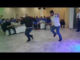 Аджарский танец в исполнении грузинских регбистовბორჯღალოსნები ცეკვავენ აჭარულს &