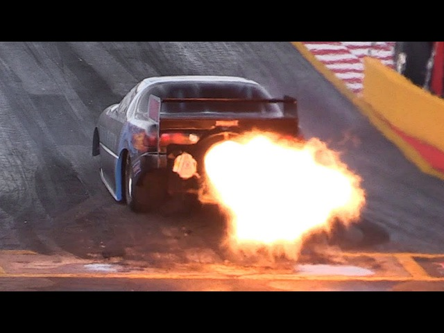 Jet Funny Car's Throttle Blips/Afterburner Pops sound like a Battlefield! NitrOlympX 2017 Final Show