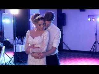 Красивый свадебный танец жениха и невесты...