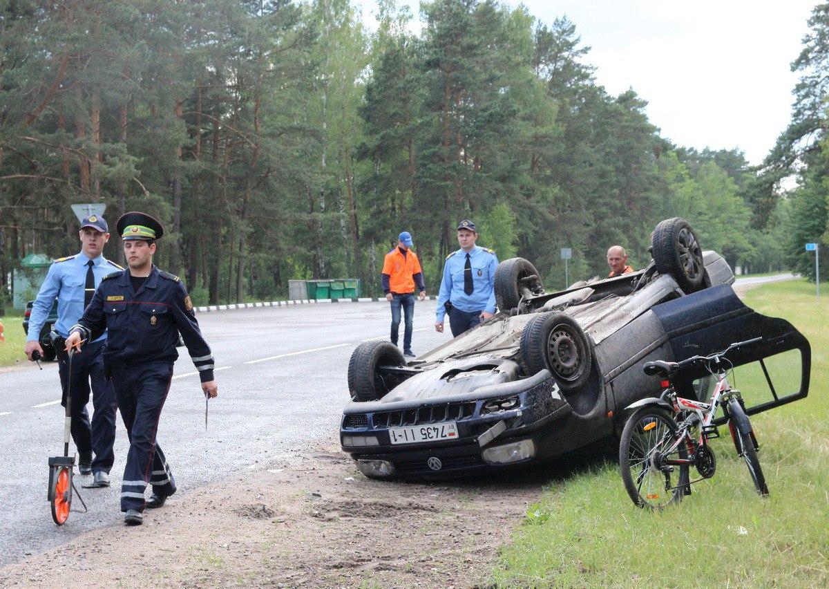 Перевернувшуюся машину нашли грибники, водитель сбежал