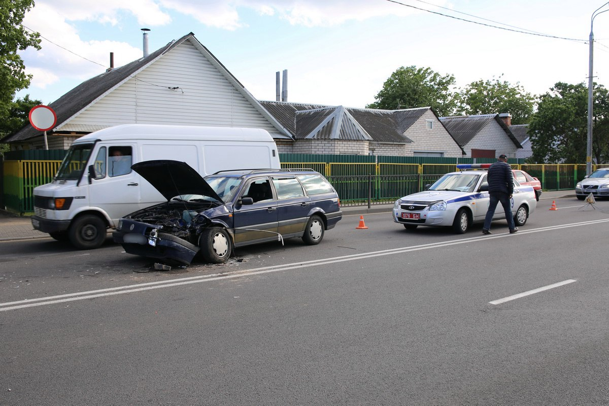 Водитель «Мазды» скрылся с места ДТП на улице Тельмана в Барановичах