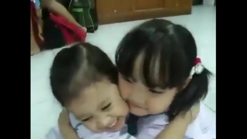 Ви не повірите, як діти починають свій навчальний день у Таїланді