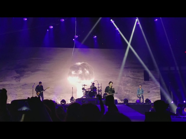 Fall Out Boy - This Ain't A Scene, It's An Arms Race   MANIA Tour   Cleveland