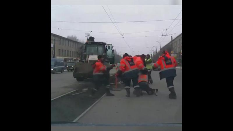 В Смоленске дорожные рабочие не смогли придти к единому мнению относительно будущего облика центральной променадной.