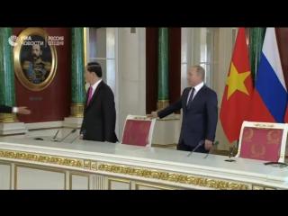 Пресс-конференция Владимира Путина и президента Вьетнама Чан Дай Куанга