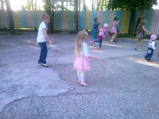 Максим и Софина танцуют, 2012 год.