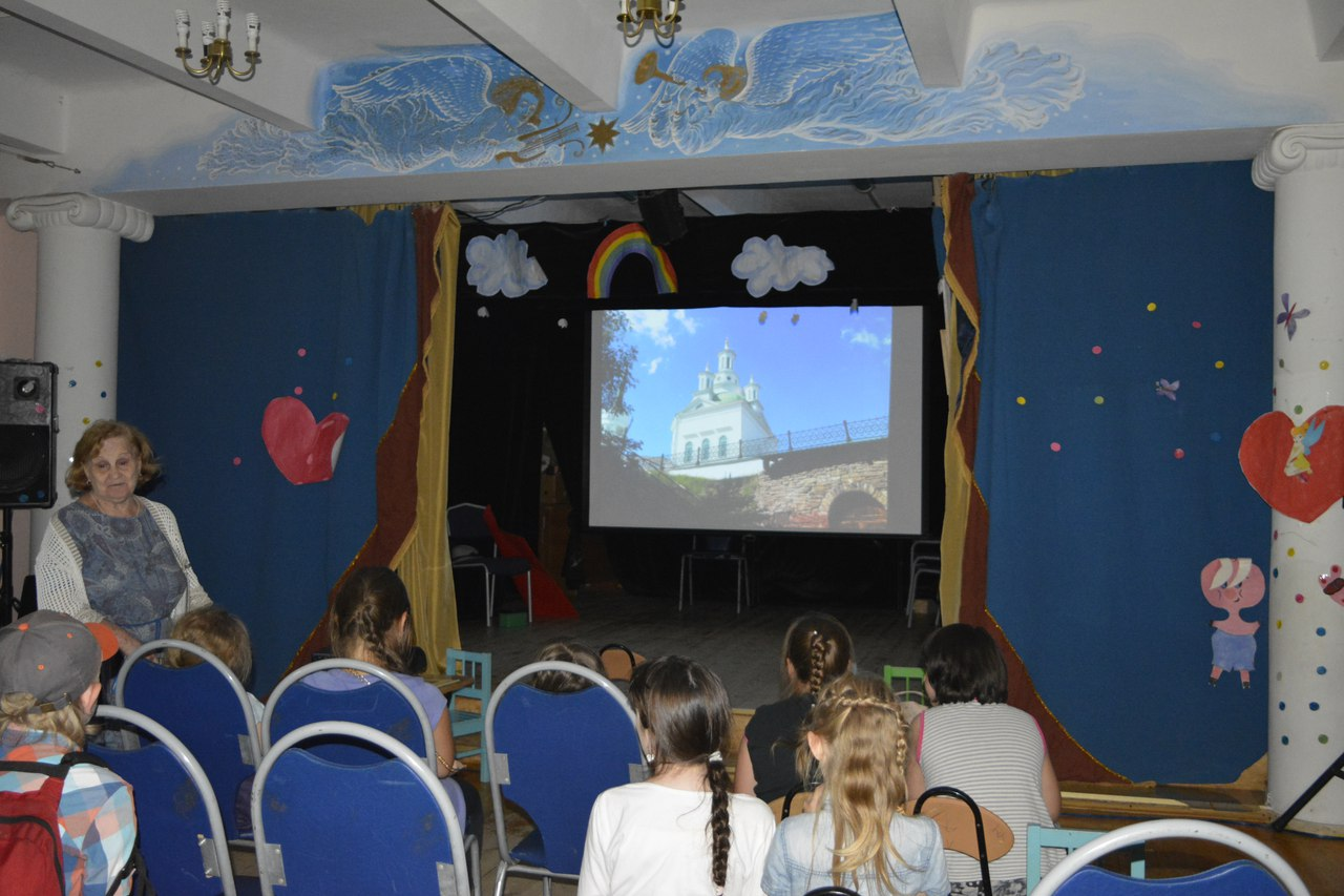 Тамара Алексеевна Корнева - рассказывает детям о путешествии в Алапаевск