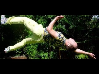 Slow Motion Acrobatics Film - 300 FPS Shot on Red Epic Dragon