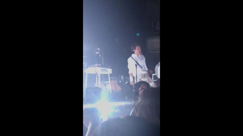 """""""Kiwi"""" - Harry Styles Live on Tour - San Francisco"""
