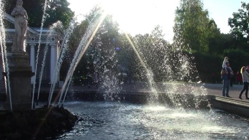 Петергоф,Нижний парк.У фонтана Ева