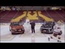 Талисман Mitsubishi делает все возможное, чтобы оставаться на ногах на льду