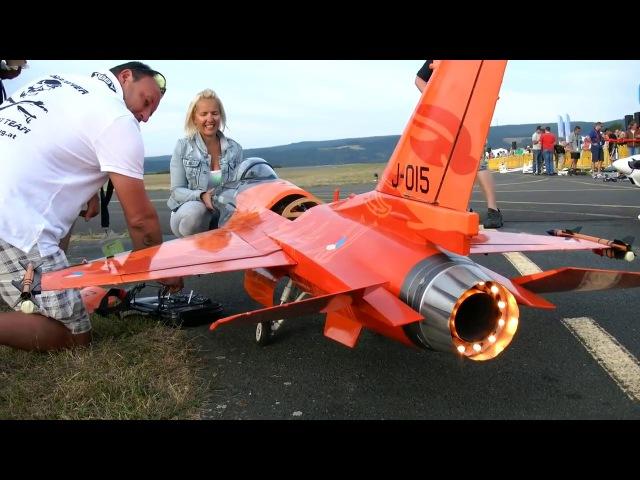 Авиамодель с реактивны двигателе F 16 COBRA