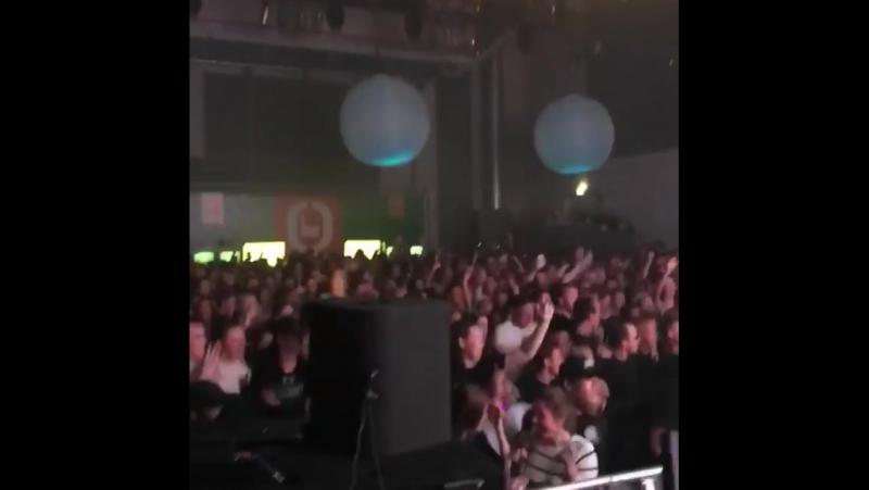 Dimitri Vegas Like Mike vs WW - Crowd Control (Live Hardwell @ Revealed ADE 2017)